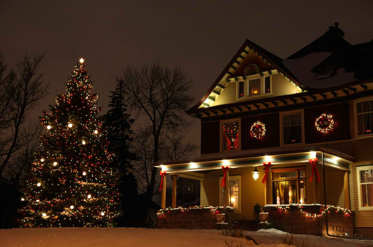 30 Outdoor Christmas Decorations - Decoholic - christmas decorations outside