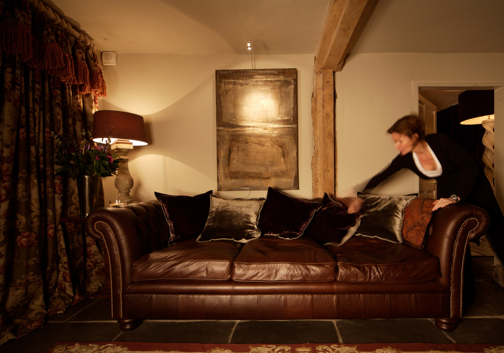 English Farmhouse Interiors Blending The Eclectic Design To The Traditional Interiors
