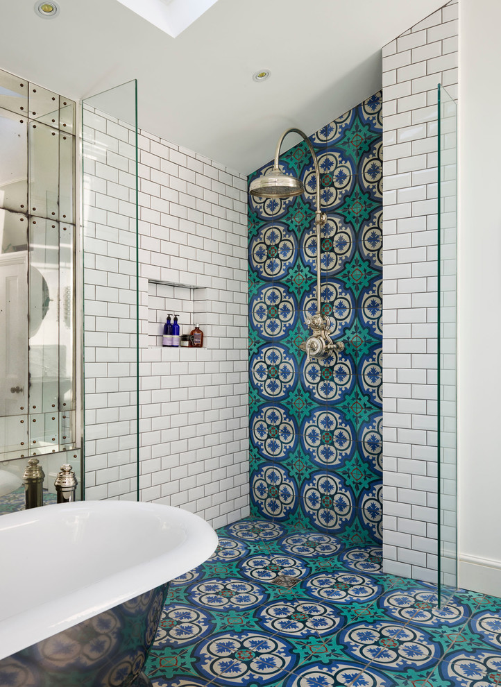 Carrelage Salle De Bain Bleu Turquoise Walk In Shower Without Door For More Air And Light | Decohoms
