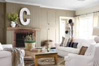 Country chic living room design with light brown furniture ...