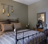 Farmhouse style bedroom with warm colors | Decolover.net