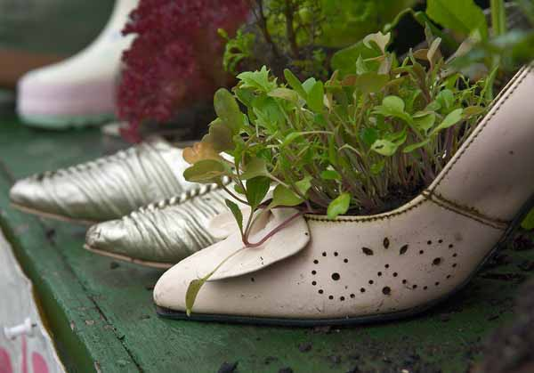 Creative Outdoor Lighting Solutions Plants And Flowers In Old Shoes And Boots, 20 Creative