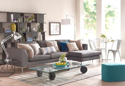 cómo decorar en azul y marrón salones