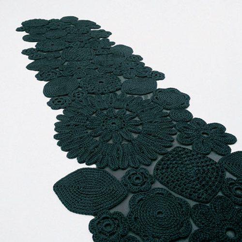 delicada-alfombra-croche-ganchillo-patricia-urquiola-1