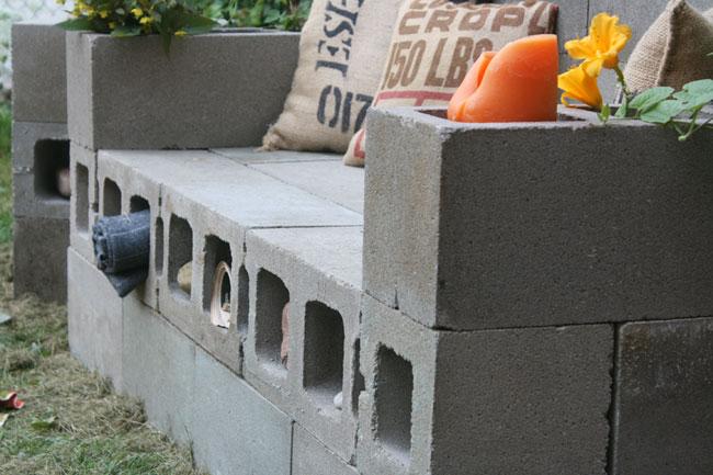 Un sof de bloques de hormig n for Sofa exterior de obra