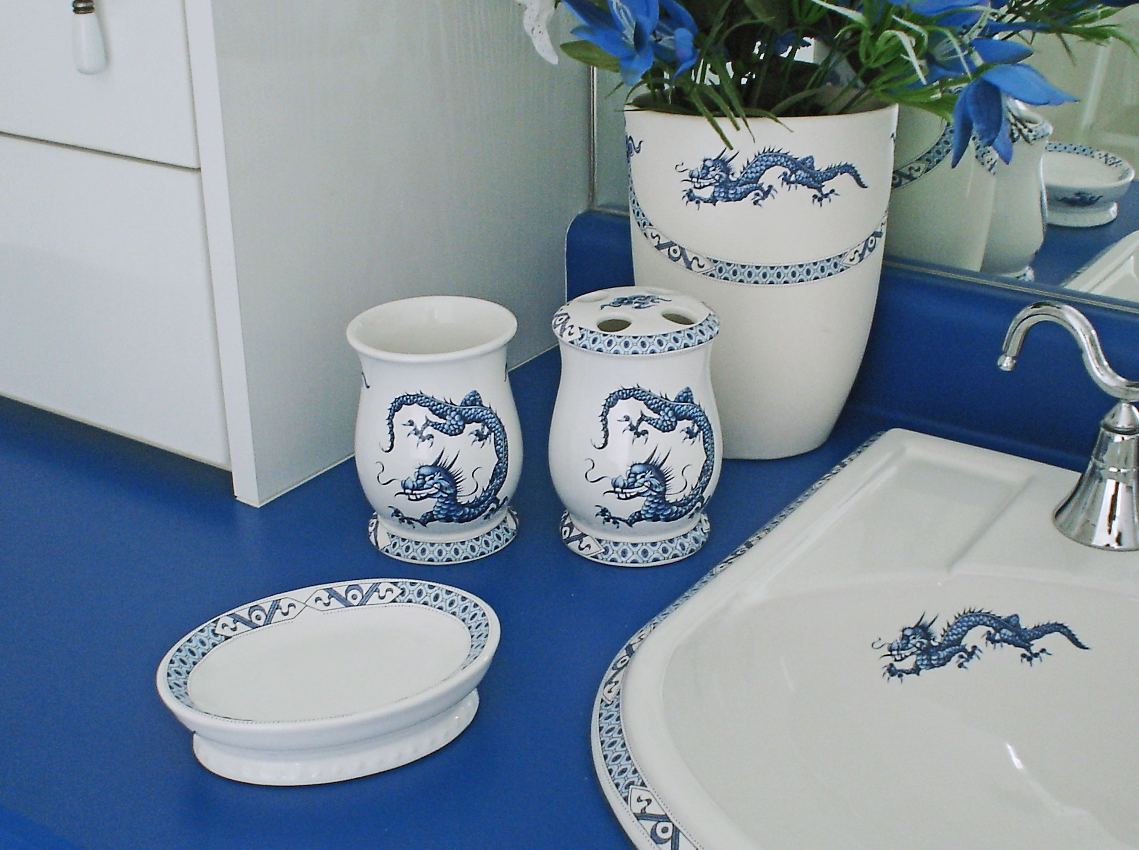 Hand painted blue and white dragon ceramic bathroom accessories