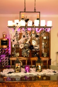 Crawly Halloween Room Decorations