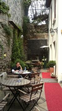 coffee-shop-outdoor-seating-design-idea