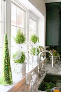 kitchen-window-christmas-decorating-ideas