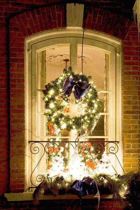 Interior Rustic 30 Simple Christmas Window Decorations Ideas - Decoration Love