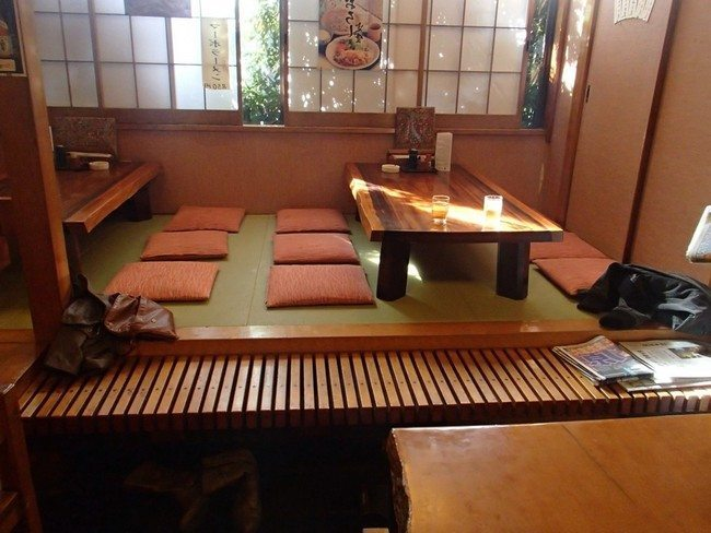 Dining Room Table Rug Transform The Way You Dine Using Japanese-style Dining