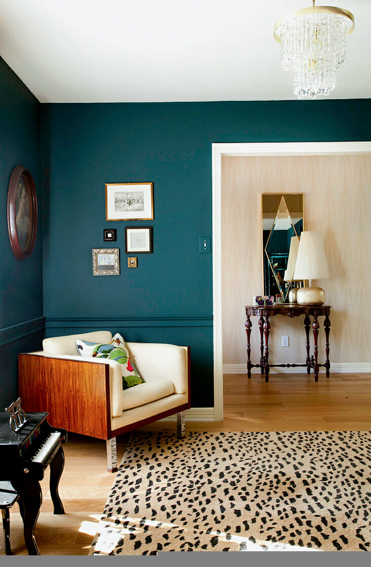 Petrol Wandfarbe Schlafzimmer How To Use Bold Paint Colors In Your Living Room
