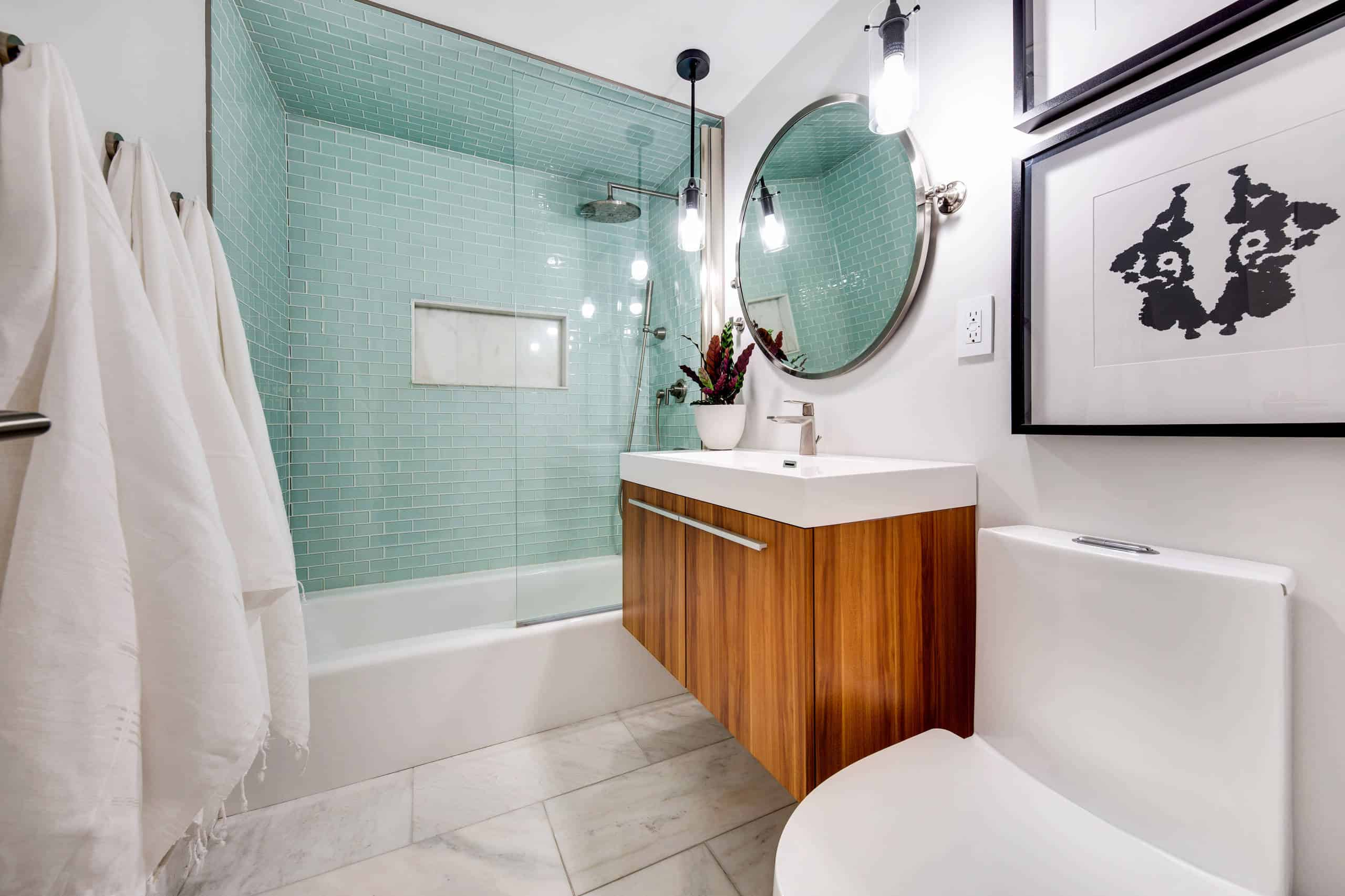 Top 28 Best Small Bathroom Ideas With Bathtubs For 2020
