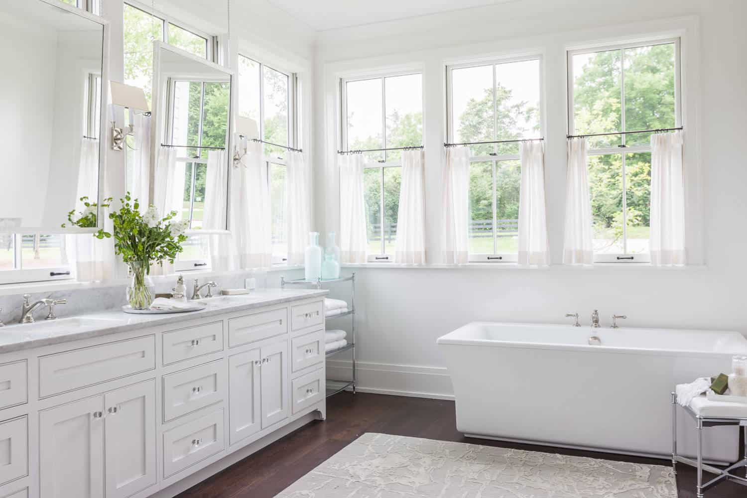 28 Bathroom Window Curtain Ideas For Style And Privacy 2020 Edition