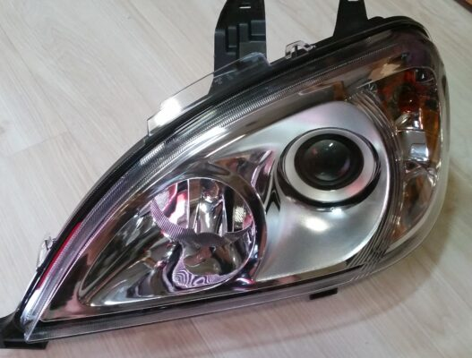 2001-2015 Freightliner Columbia Bi-Xenon Headlamps - Deep Space Lighting