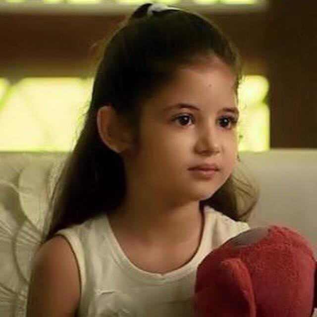 Cute Baby Girl Child Wallpaper Beautiful Harshaali Malhotra Images Wallpapers Pics Photos