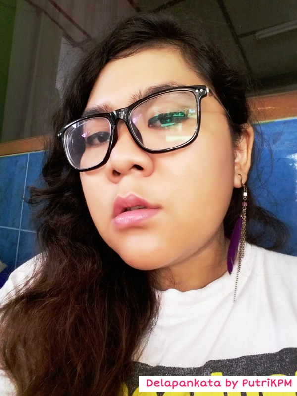 Using Ultramoisse Lipstick by Zoya
