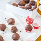 Cookies and Cream Cheesecake Truffles