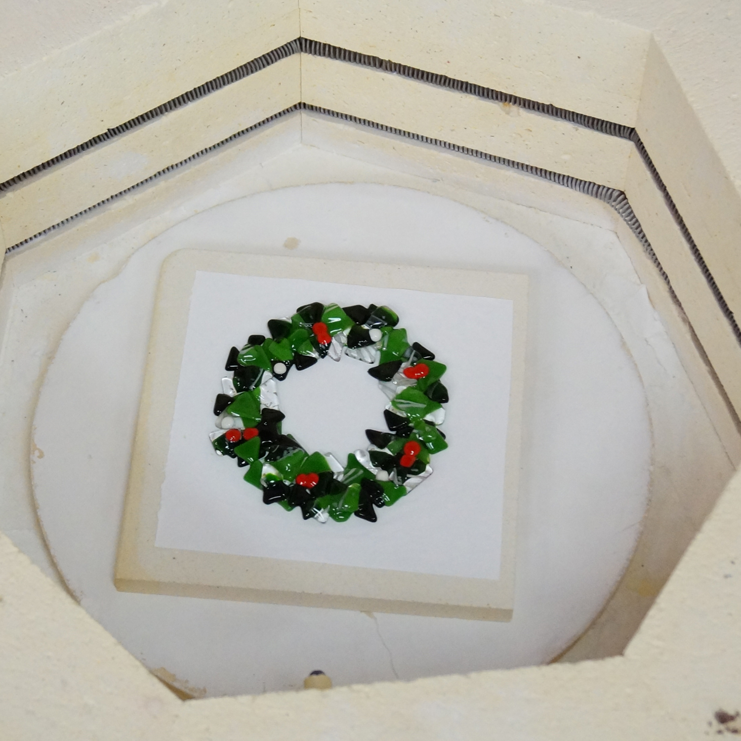 Bulleye Lamp Free Fused Wreath Project Guide | Fusing Delphi Glass