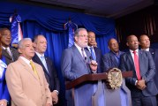 Presidente Danilo Medina recibe visita cortesía delegación El Seibo y Hato Mayor, interesadas en sede Juegos Nacionales