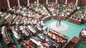 الأُسُسُ الدّستورية للاّمركزيــة الإداريــة والسّياسة في تونس