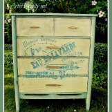 http://arttisbeauty.blogspot.com/2013/10/free-dresser-turned-ooh-la-lafrench.html