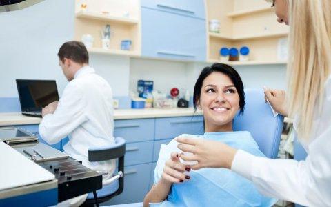 Co to jest diastema? i jak się leczy diastemę? – prosty zabieg chirurgiczny
