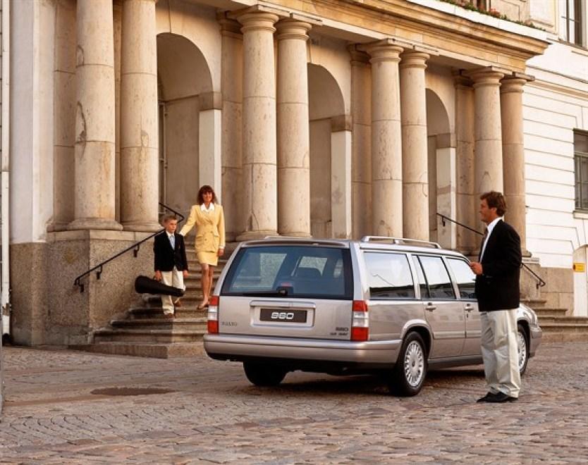 Volvo_960_Kombi_mit_Rechtslenkung_1995