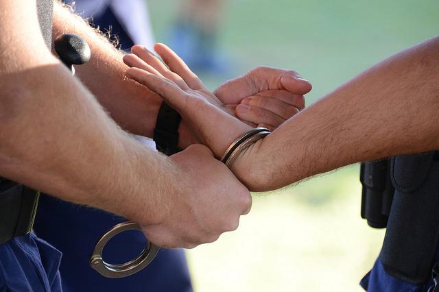 Die meisten Zürcher kannten Handschellen bisher nur von der Streetparade und Schwulenevents.