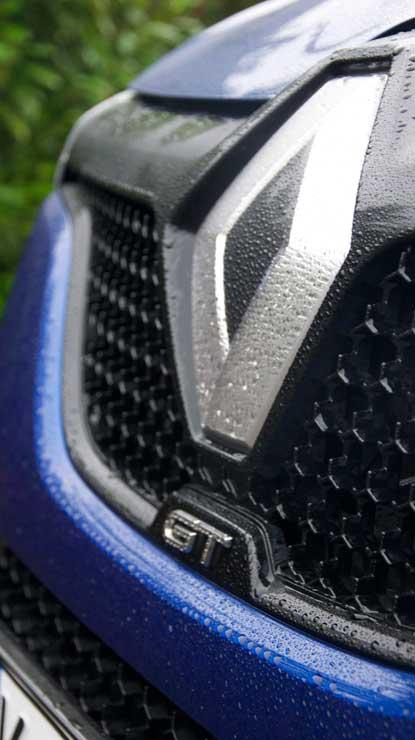 Renault-Megane-GT-2016-Renault-Logo-nah
