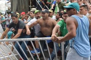 zzzznacp2 NOTICIAS ARGENTINAS BAIRES, MARZO 7: Incidentes al finalizar la concentracion de la CGT frente al ministerio de produccion. Foto NA: WALTER PAPASODARO zzzz