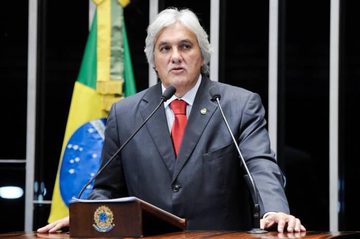 Senado decide manter prisão de Delcídio do Amaral por 59 votos a 13