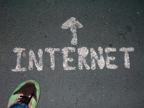 Ritmo de crescimento de famílias portuguesas com acesso à internet em casa é o mais baixo da UE