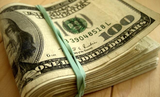 Governo Macri derruba restrições para compra de dólar e desvaloriza peso argentino