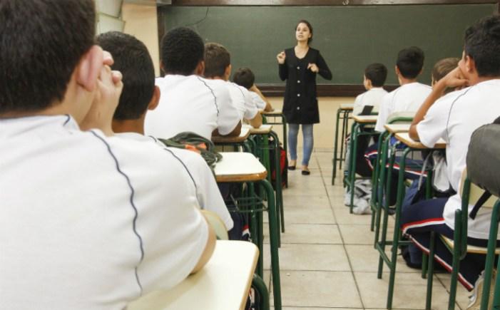 Estados e municípios querem adiar reajuste do piso dos professores para agosto