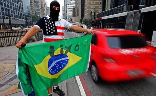 Por que o brasileiro odeia tanto o Brasil?