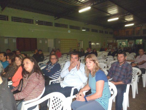 Comunidade escolar da EEB Zélia Scharf se mobiliza