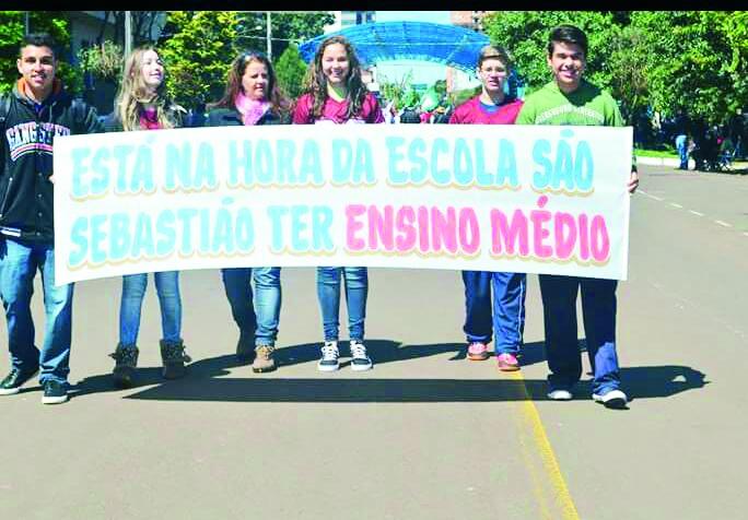 Estudantes do São Sebastião, em São Miguel do Oeste/SC, cobram ensino médio na escola
