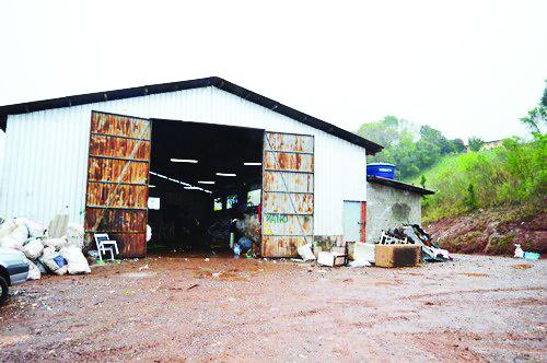"""""""Disseram que se o PMDB perdesse, não fariam mais a terraplanagem"""", denuncia vice-presidente da Acomar de São Miguel do Oeste-SC"""