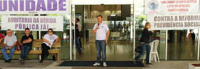 Ato na Eletrosul denuncia o desmonte e privatização das empresas públicas