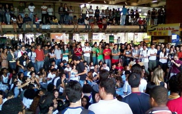 'Governo não sabe lidar com democracia', dizem estudantes do Distrito Federal