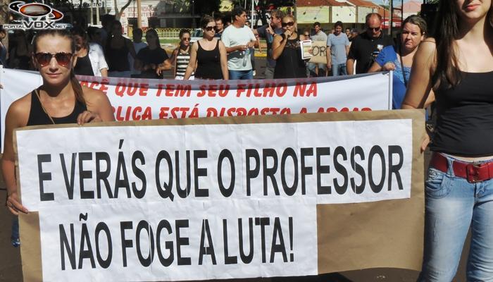 Professores de 27 universidades federais aprovam greve a partir de 5ª