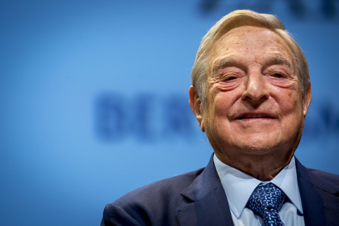 """George Soros e outros magnatas financiam grupo que irá verificar """"notícias falsas"""" no Facebook"""