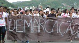 Povos indígenas no Brasil em luta contra as mudanças na Constituição