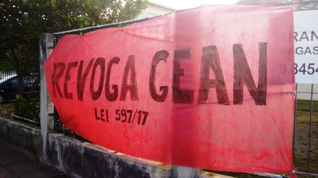 Manifestação dos Servidores na Armação do Pântano do Sul contra o Pacote de Maldades de Gean