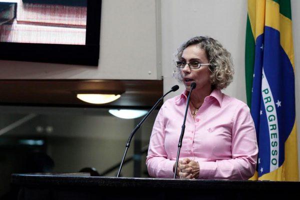 Deputada Ana Paula defende a luta das mulheres e critica postura retrógrada de Temer