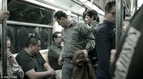 Cidade instala 'assento de pênis' no metrô pra chamar a atenção para o assédio sexual