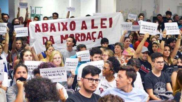 Joinville derrota a Lei da Mordaça
