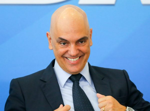 Menos de uma semana define se Moraes assume vaga no TSE