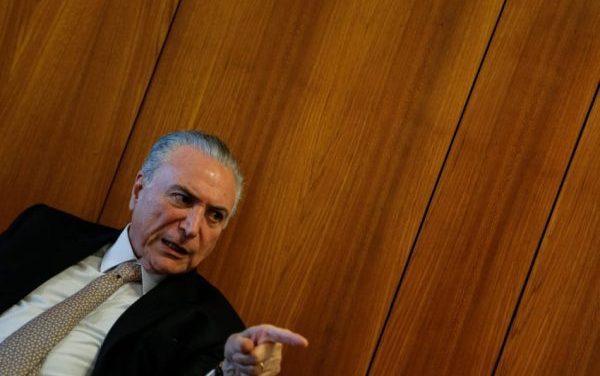 Temer decide exonerar ministros para votarem pela reforma da Previdência